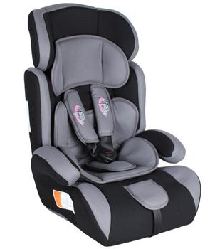 Verschiedene Auto-Kindersitze mit Extrapolster